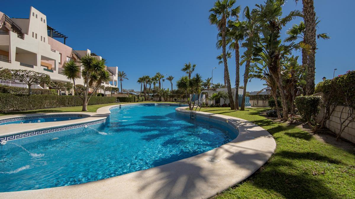 Sesortea ha seleccionado una vivienda en una urbanización privada de Vera Playa, Almería.