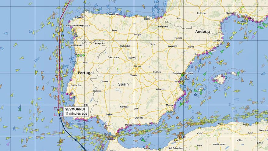 El buque nuclear ruso averiado doblará mañana Fisterra a más de 70 kilómetros de la costa gallega