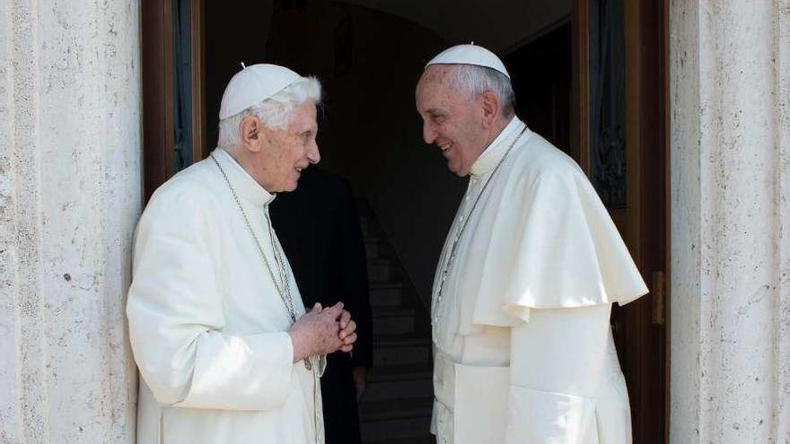 Benedicto XVI rompe su silencio para defender el celibato de los sacerdotes