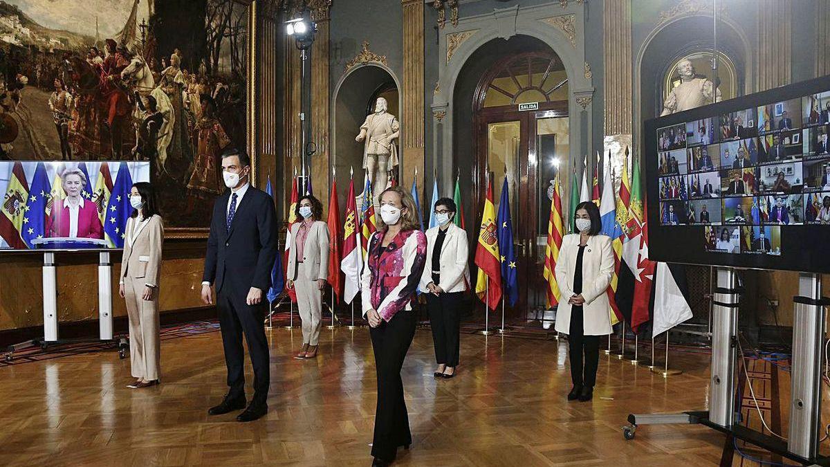 Sánchez y otros miembros del Gobierno, antes de la Conferencia de Presidentes.