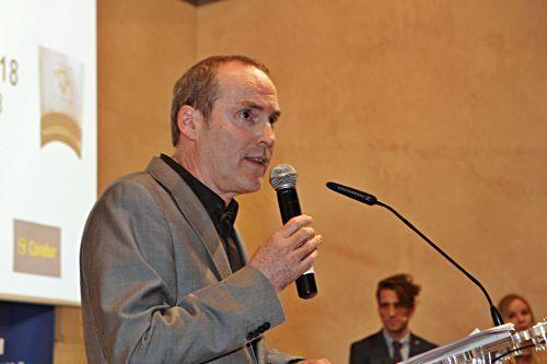 MZ-Chefredakteur Ciro Krauthausen hält eine Rede.