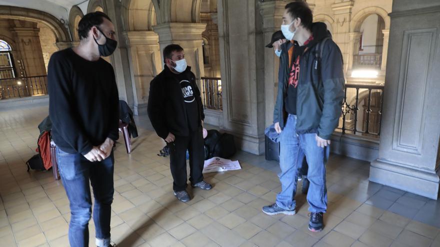 Acto de apoyo a los hosteleros encerrados en la iglesia de San José