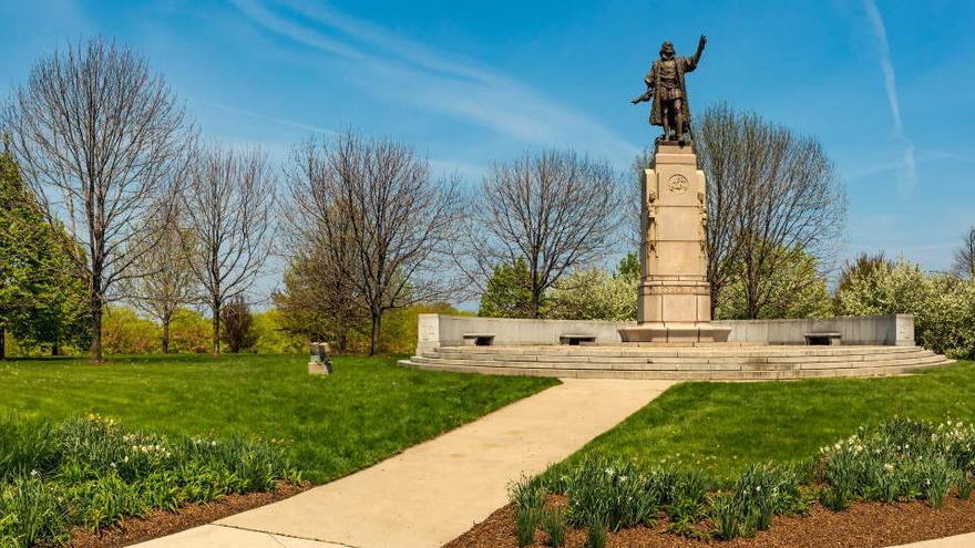 Retirada en Chicago una estatua de Cristóbal Colón