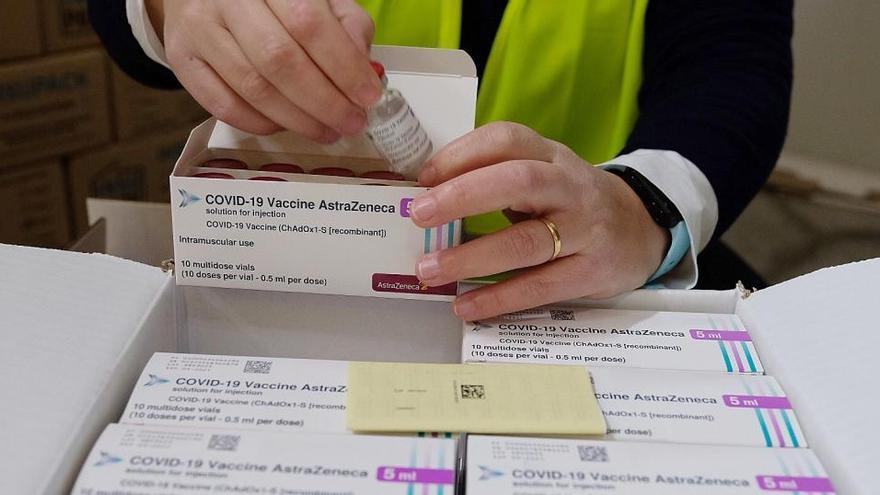 Farmacèutics, fisioterapeutes i auxiliars sanitaris de l'Alt Urgell i la Cerdanya rebran avui la vacuna AstraZeneca