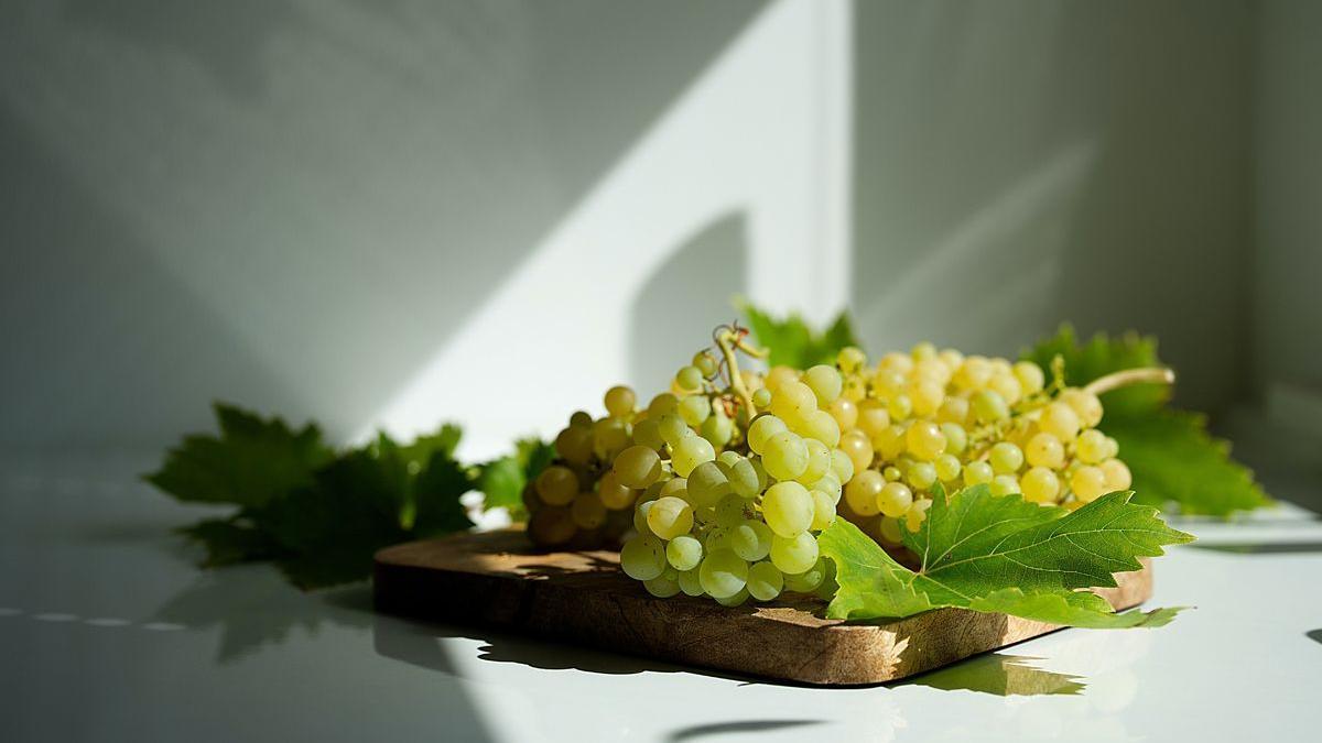 Las primeras uvas comienzan a aparecer en el mercado.