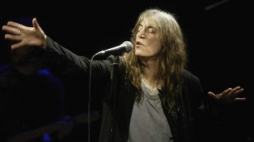 """A Patti Smith no se le olvidó la pieza de Dylan, la invadió una """"multitud de emociones"""" que la bloquearon"""