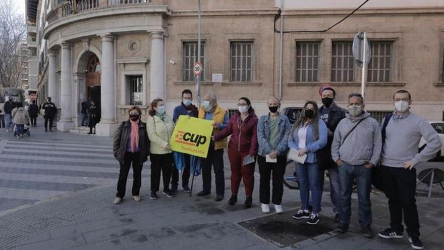Absuelven al policía acusado de lesionar a activistas antidesahucios