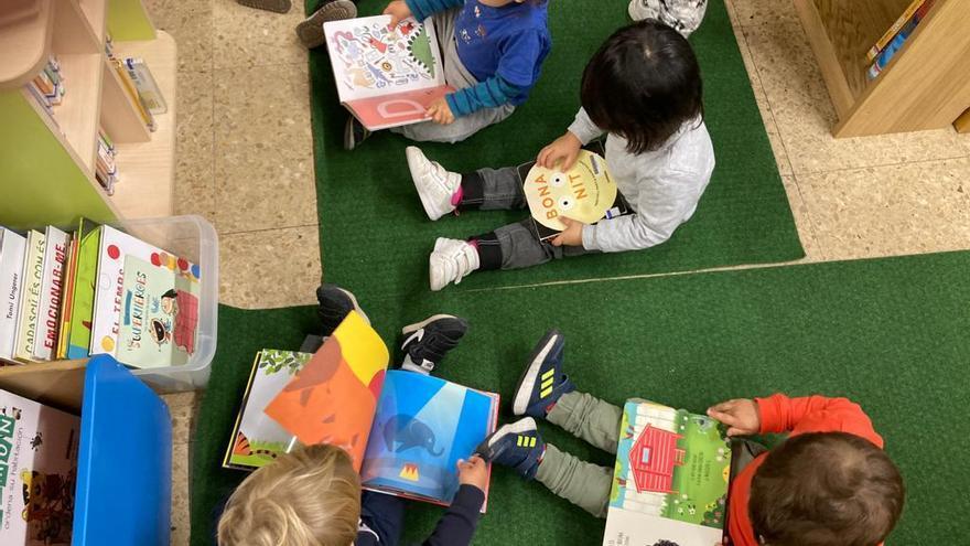 Sant Joan de les Abadesses reforça la col·laboració entre la biblioteca i els centres escolars