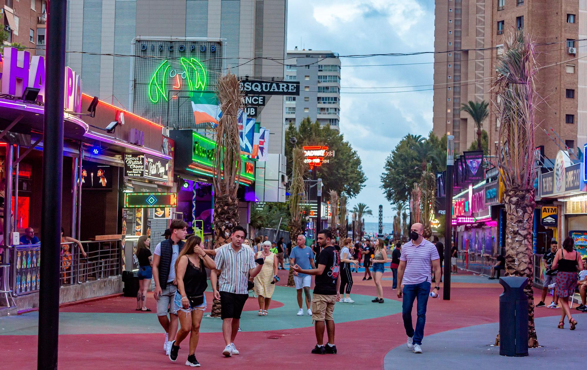 La zona británica de Benidorm retoma el pulso: este es el aspecto que presentan sus calles