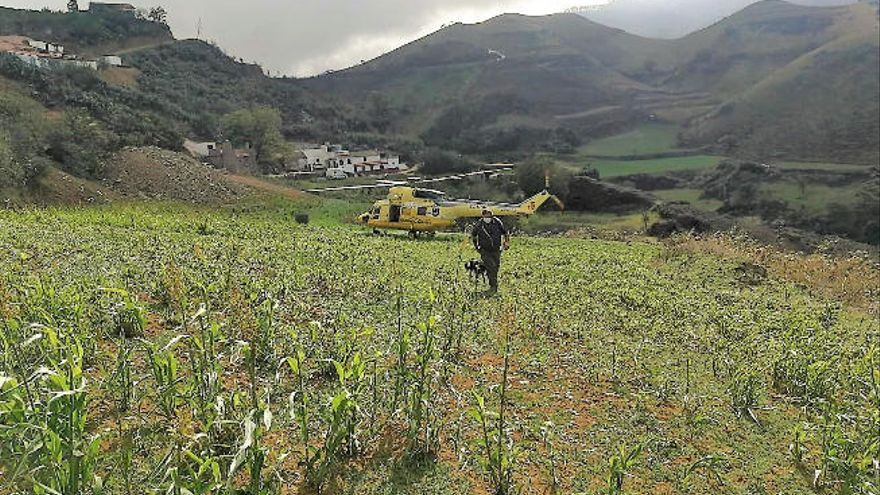 Un helicóptero del GES rescata a un pastor accidentado