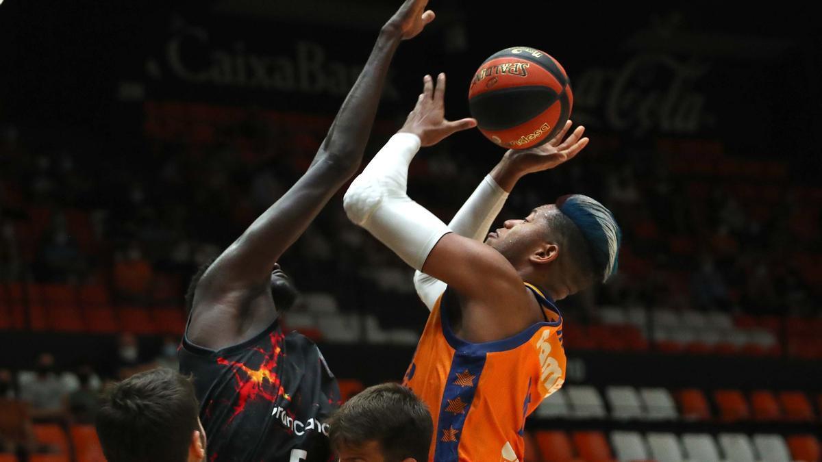 Partido entre el Valencia Basket y el Gran Canaria . Torneo Ciutat de València