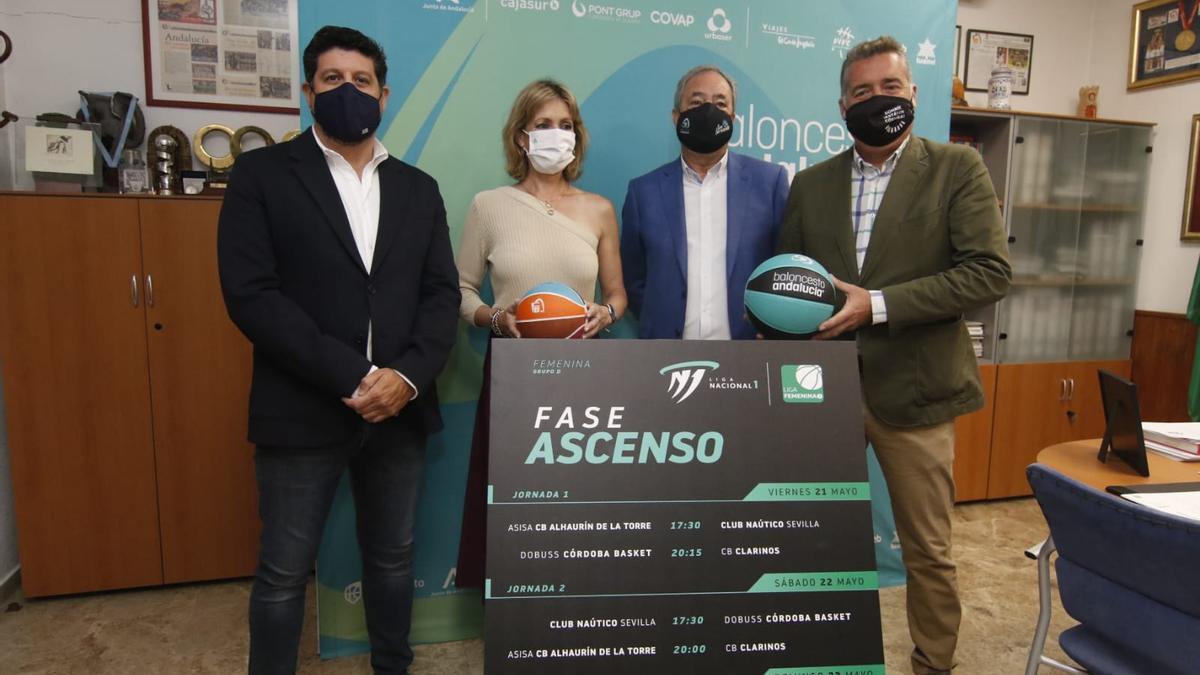 Sebastián del Rey, Inmaculada Troncoso, Antonio de Torres y Manuel Torrejimeno en la Federación Andaluza de baloncesto.