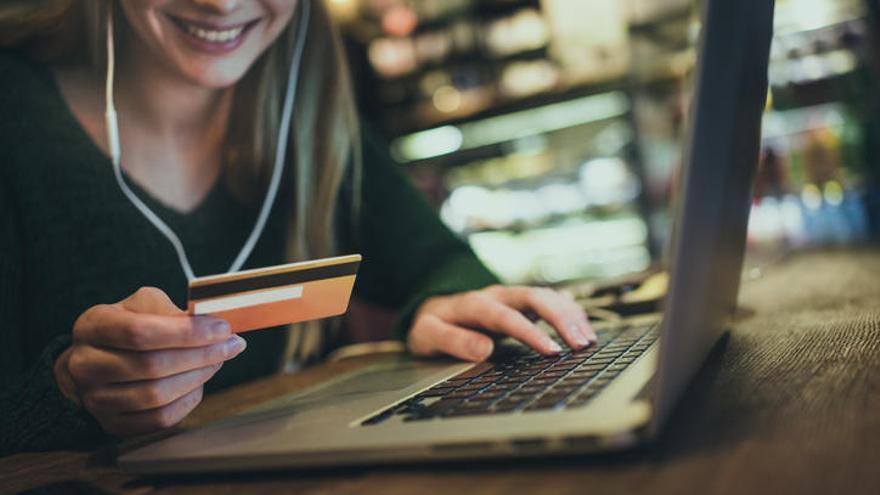 Cerca del 86% de los baleares utiliza Internet a diario y el 53% compró online