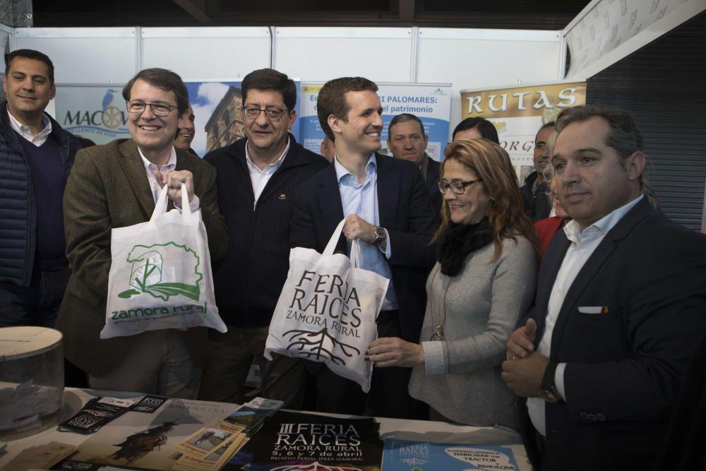 Visita de Pablo Casado a la Feria Raíces