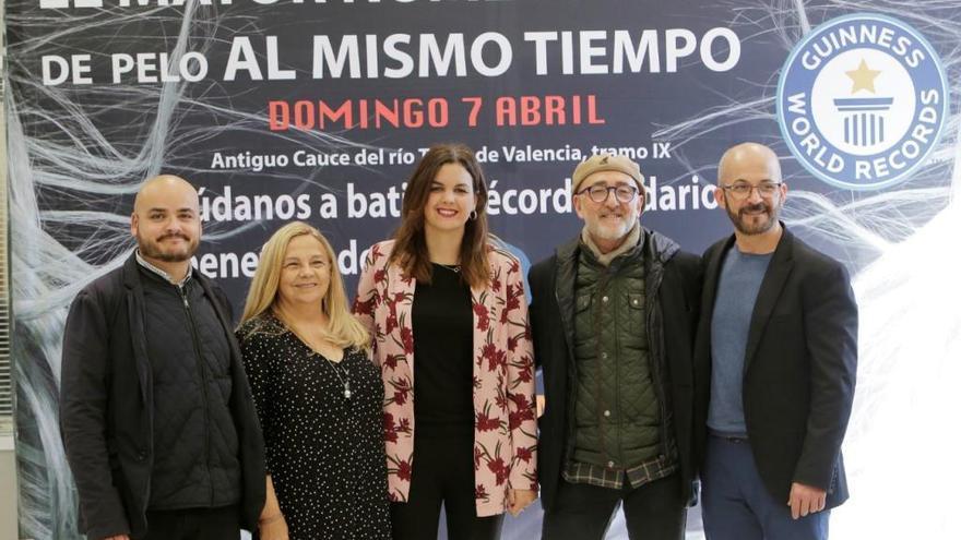 València opta al Guiness de cortes de pelo simultáneos