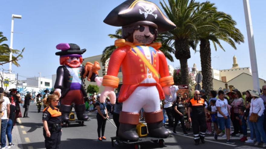 Los piratas conquistan la fiesta de día en San Bartolomé