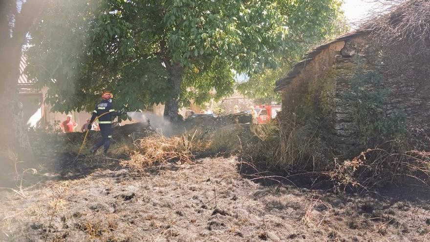 Controlado un incendio cerca del casco urbano de Cional