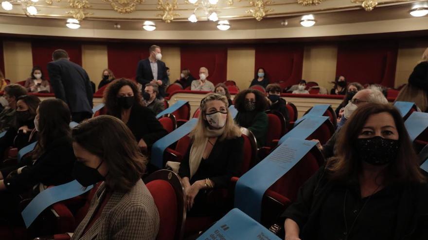 Las 'kellys' reciben a Yolanda Díaz en el Teatre Principal