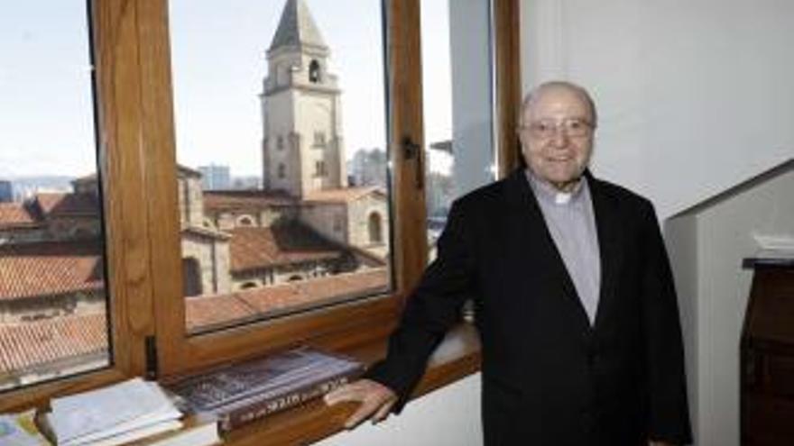 El coronavirus se lleva a González Novalín, exrector de la Iglesia Nacional Española de Santiago y Montserrat, a los 91 años