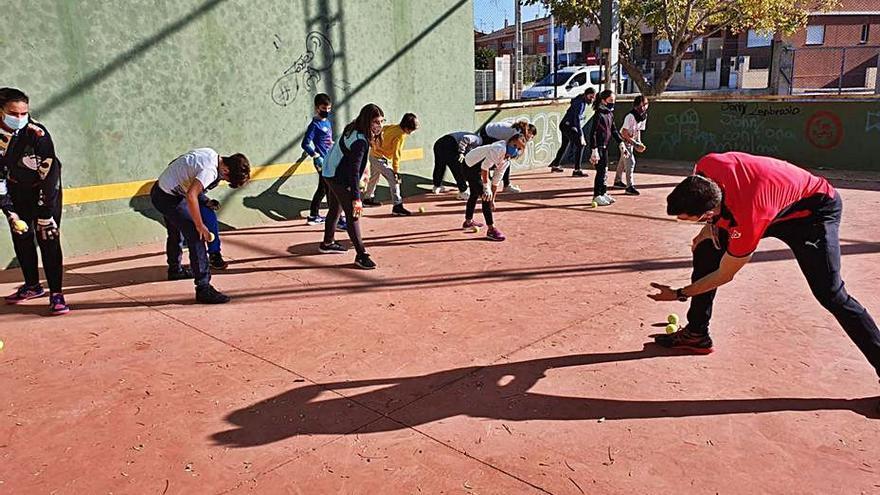 Fortaleny acerca la pilota a los alumnos del Sant Antoni Abad