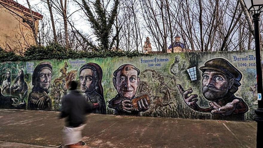 Polémica en Muro por el posible derribo de una pared con obras artísticas en un parque
