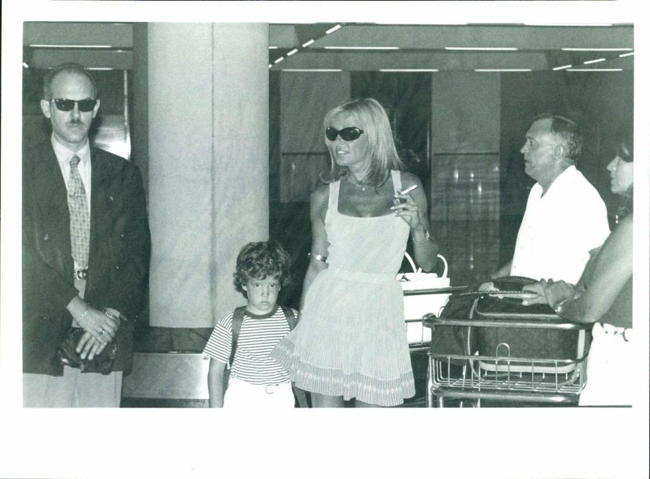 Alex Lequio y Ana Obregón en el aeropuerto de Palma.
