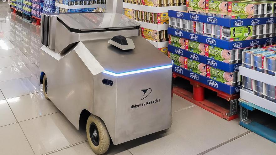 La UMH desarrolla un robot autónomo para desinfectar con ozono grandes superficies