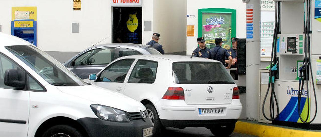Operación policial en la cooperativa de taxistas de San Cristóbal en 2013.