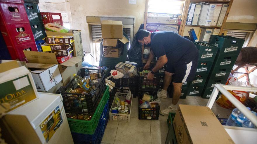 La asociación de Colonia Requena cambia sus estatutos para poder repartir comida del Banco de Alimentos