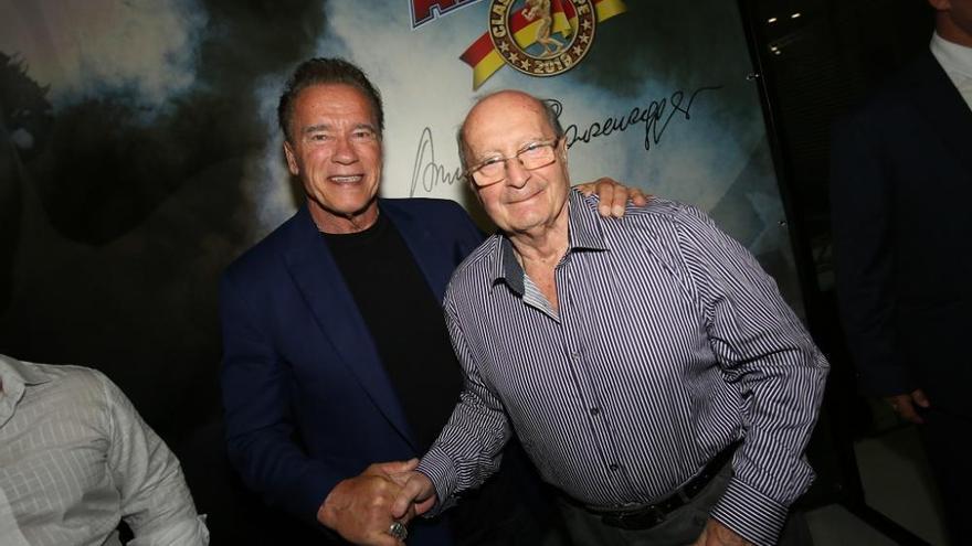 Un malagueño se reencuentra con Arnold Schwarzenegger tras 52 años