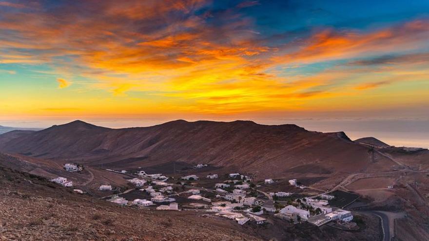 Cielos nubosos al norte de islas más montañosas con lluvias ocasionales este lunes en Canarias