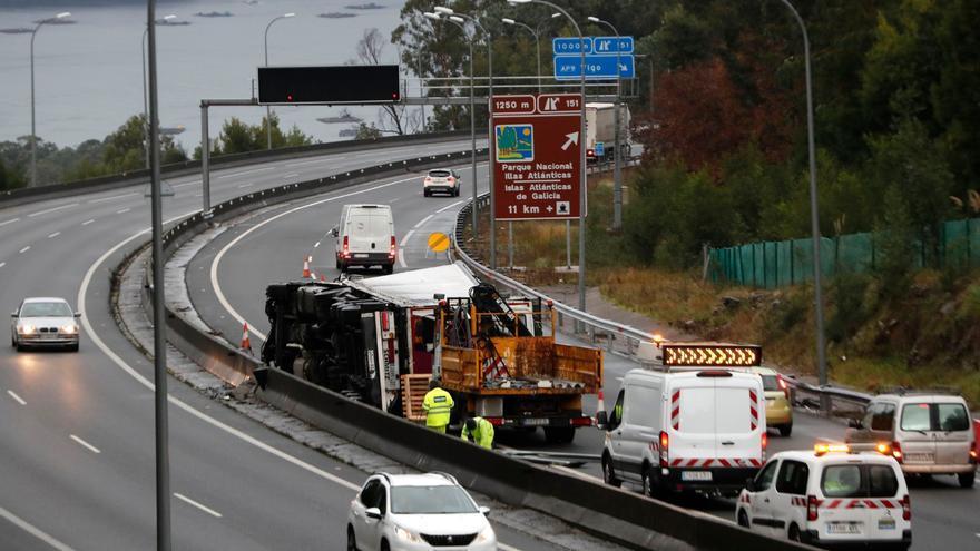 Examen a la seguridad de la autopista AP-9: suspende por decenas de deficiencias