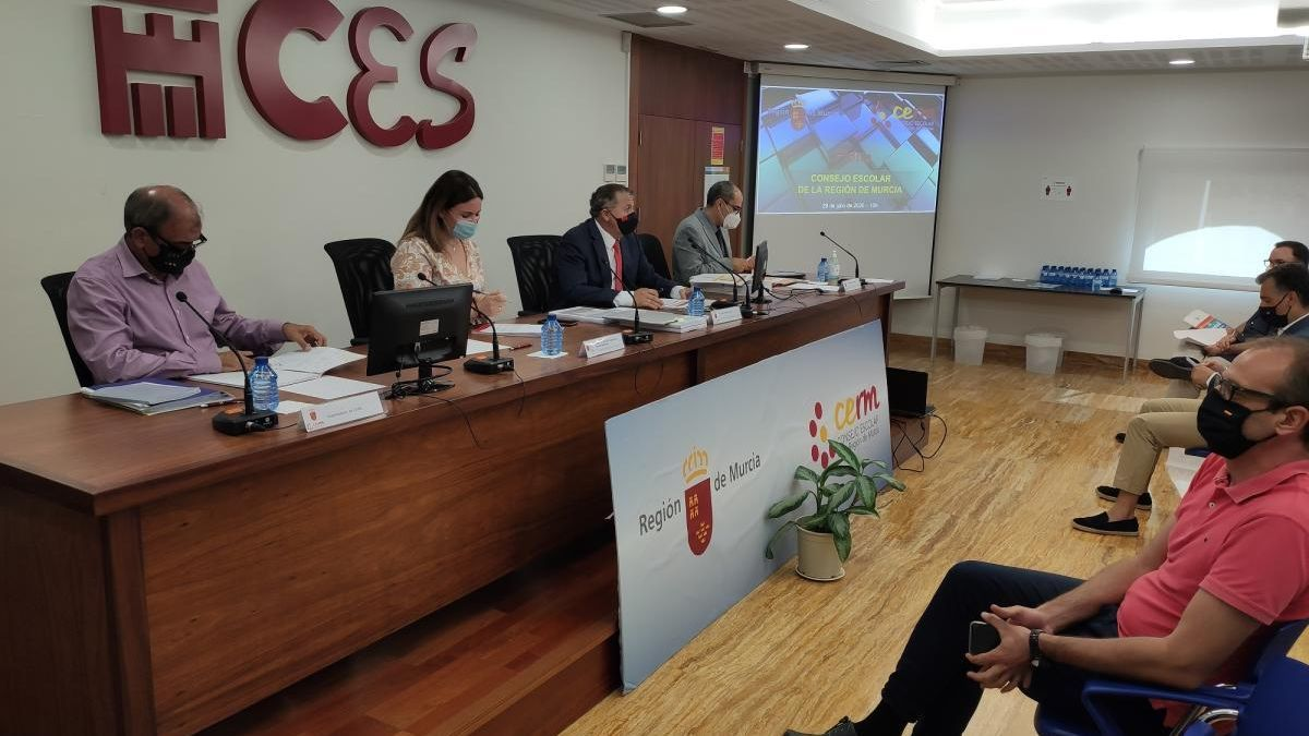 Reunión del Consejo Escolar de la Región, ayer.