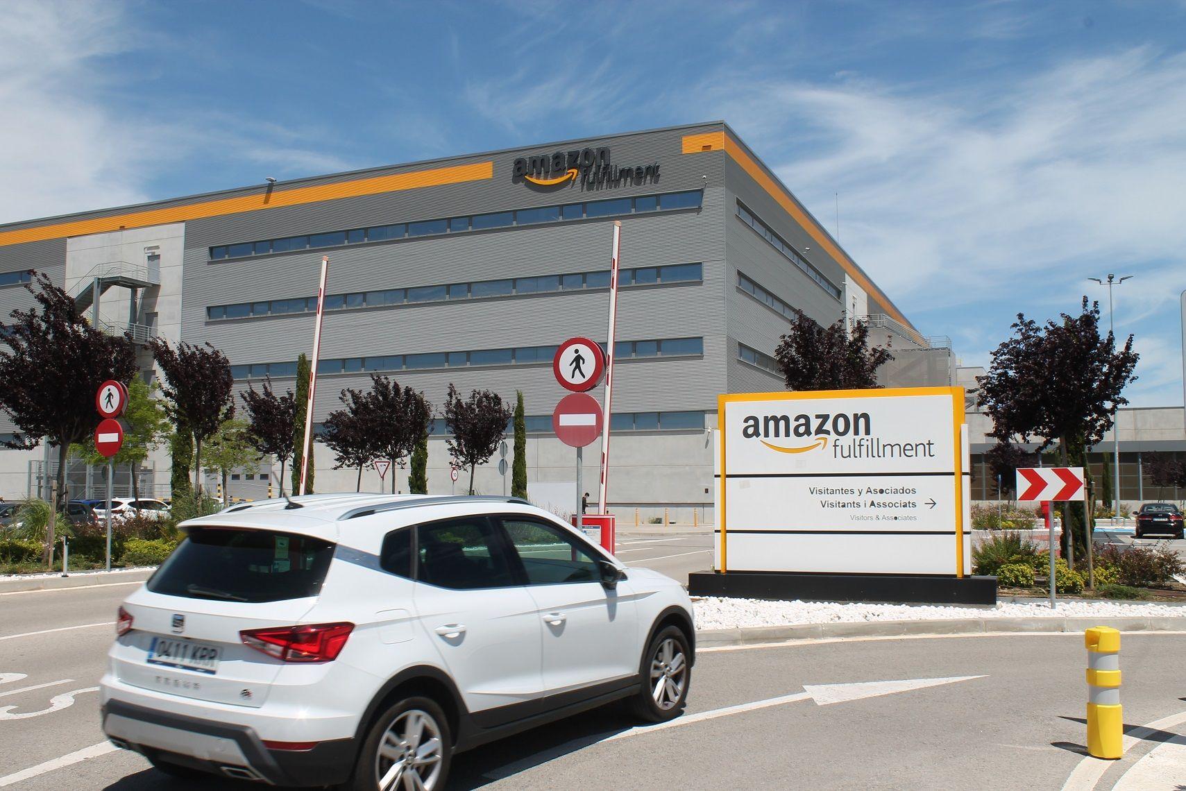La entrada al centro logístico de Amazon en las afueras de Barcelona.JPG