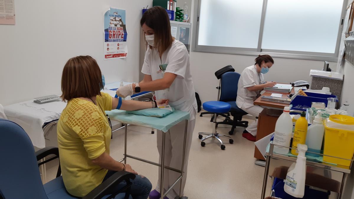 Extracción de sangre en el hospital Valle del Guadiato.