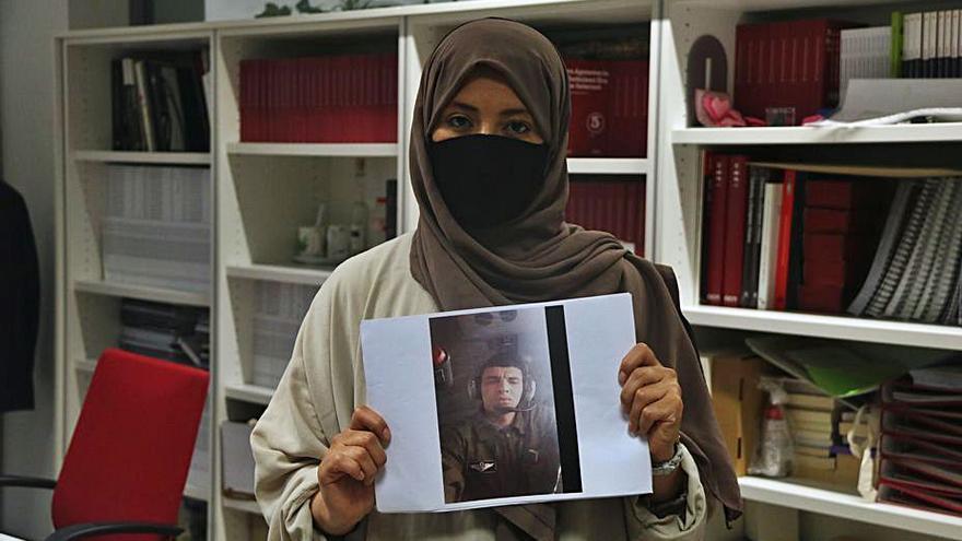 La família d'un algerià deportat alerta que han posat la seva vida en perill