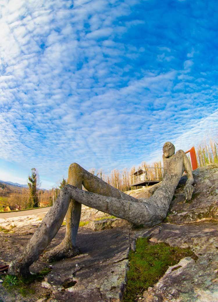 Escultura 'O Xigante' de Mario Iglesias