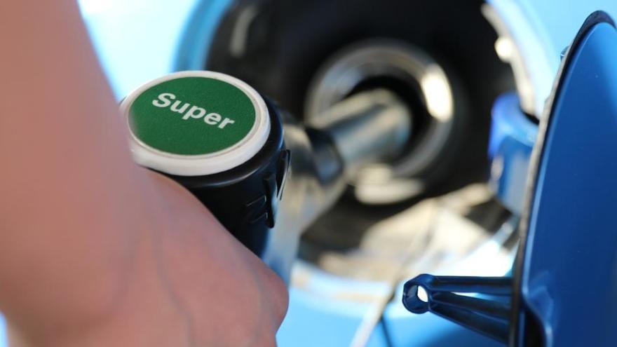 El consum de benzina puja al nivell de 2012 i el del dièsel s'alenteix