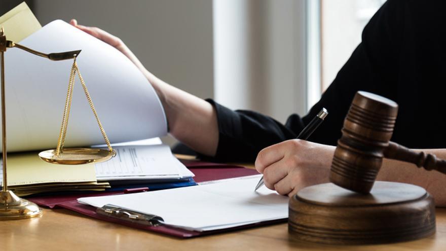 """El dilema de las abogadas: """"Aunque dé a luz no me suspenden el juicio"""""""