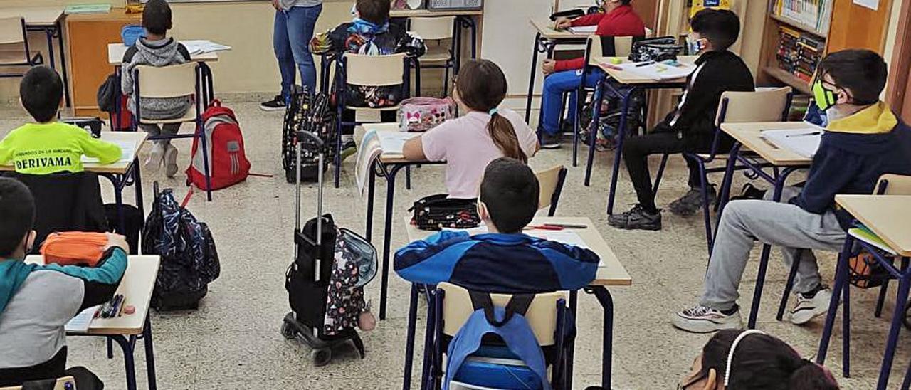 La elección de colegio, motivo de confrontación política.