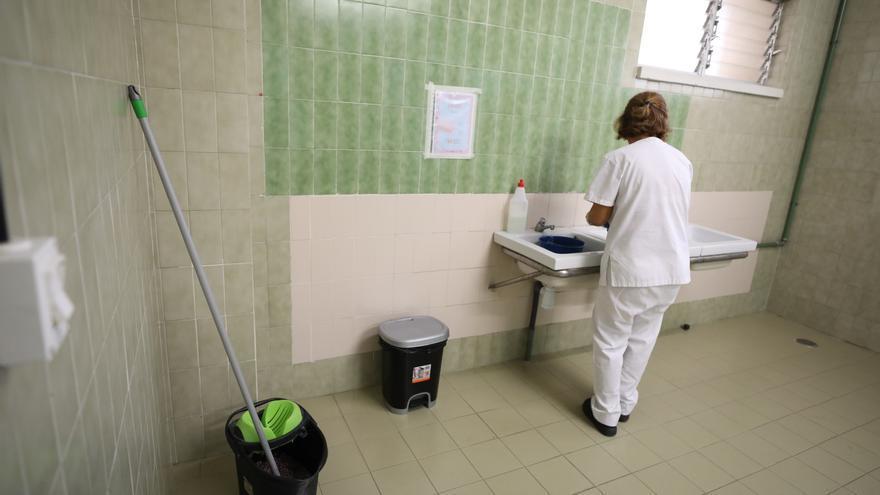 Elche aumentará en 600.000 euros la contrata de la limpieza de los colegios de la ciudad por el covid