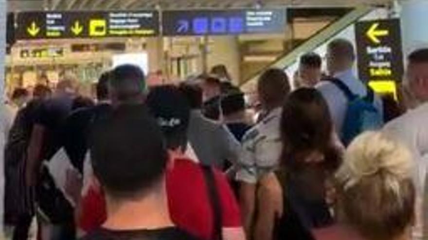Primeras concentraciones de riesgo de turistas en el aeropuerto de Palma