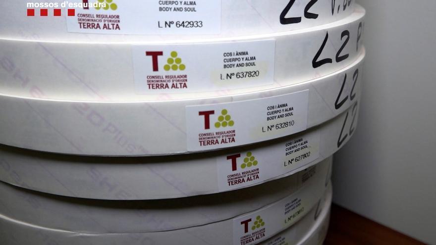 Alerta en una bodega que falsificó 50 millones de botellas de vino: estas son las marcas implicadas