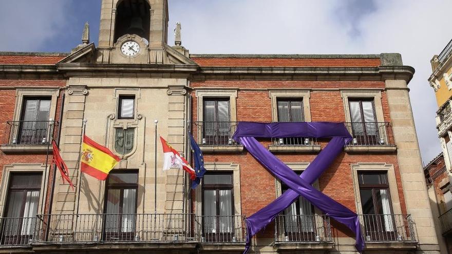 El Ayuntamiento de Zamora se iluminará de morado con motivo del Día contra la Violencia de Género
