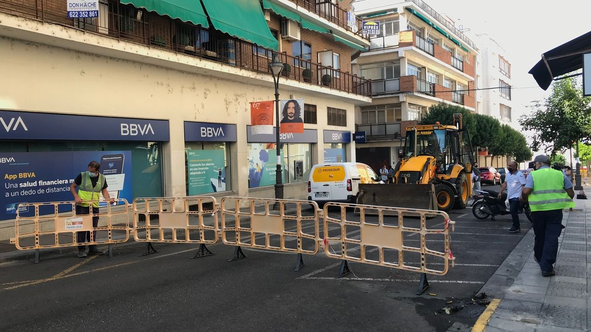 La calle Félix Valverde Lillo ya está cortada al tráfico por el inicio de las obras.