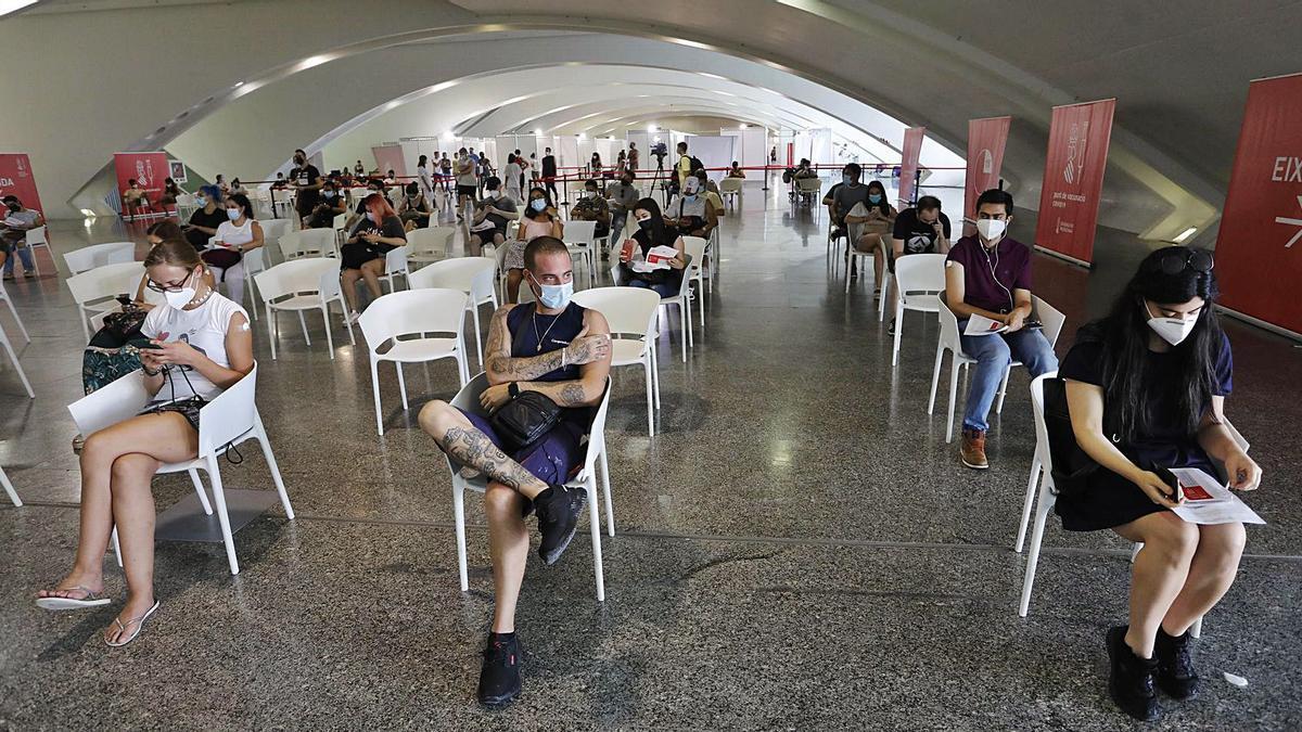 El pinchazo masivo más joven llega al vacunódromo   NOMBRE FEQWIEOTÓGRAFO
