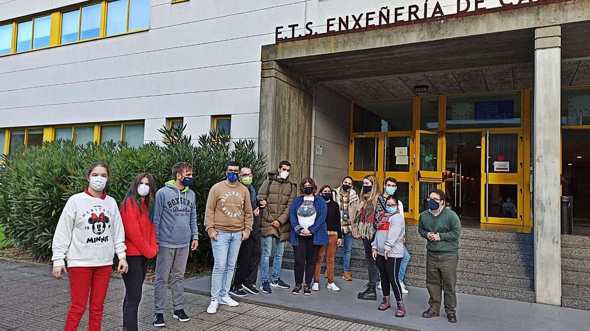 Alumnos de Espazo Compartido, en el campus de Elviña  | // LA OPINIÓN