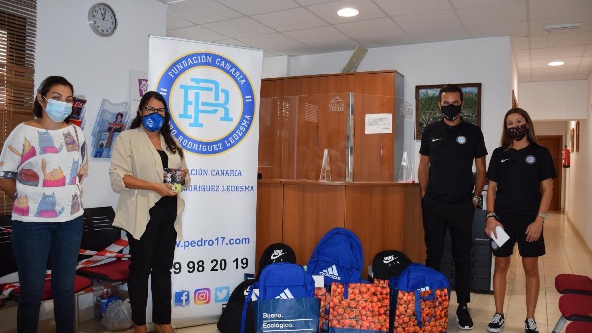 La Fundación Pedro Rodríguez entrega mochilas y material escolar a 7 familias del municipio con pocos recursos