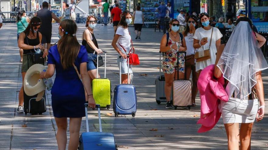 TUI suspende sus paquetes a España hasta el 9 de agosto, excepto a las islas