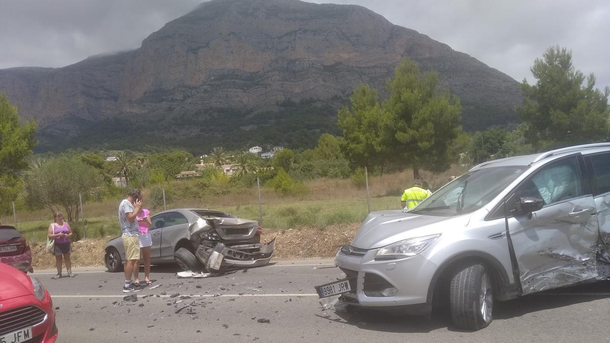 Dos de los vehículo implicados en el accidente